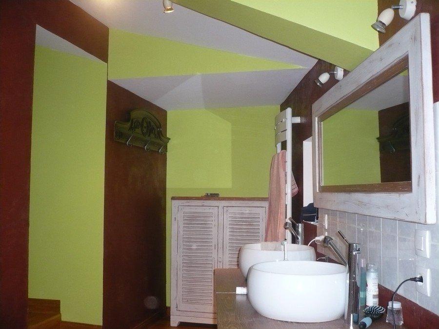 dans la salle de bain de la famille ricor pistache et. Black Bedroom Furniture Sets. Home Design Ideas