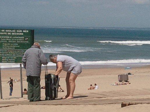une doudoune à soulac sur mer... dans christoflash Photo_F8D4B237-683E-2EF4-4777-13E5FD589EBE1