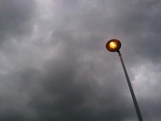 lampion pour un ciel d'été gris.. dans mon été permanent Photo_53642734-4535-A970-9DA9-6BACD78F667E